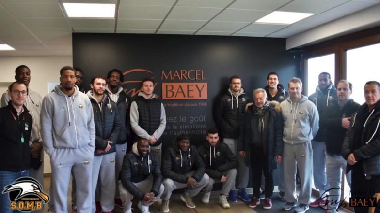 La visite de l'équipe de basket boulonnaise chez Marcel Baey